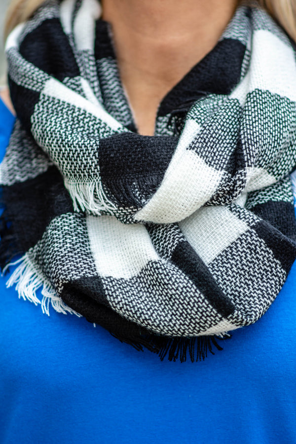 Brisk Temperatures Scarf, Black-White
