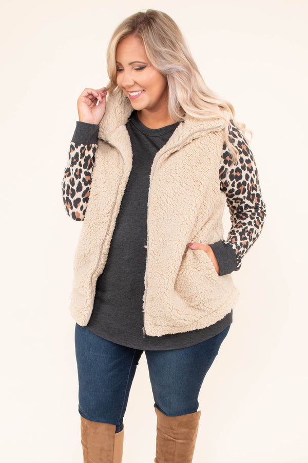 vest, zipper, collar, fuzzy, tan, solid, pockets, outerwear, comfy, fall, winter