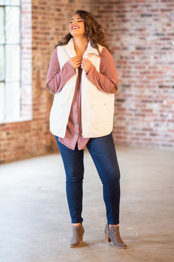 vest, pockets, zip up, fuzzy lining, white, outerwear, fall, winter, comfy