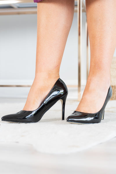 heels, pointy toed, thin heel, black, patent leather, simple