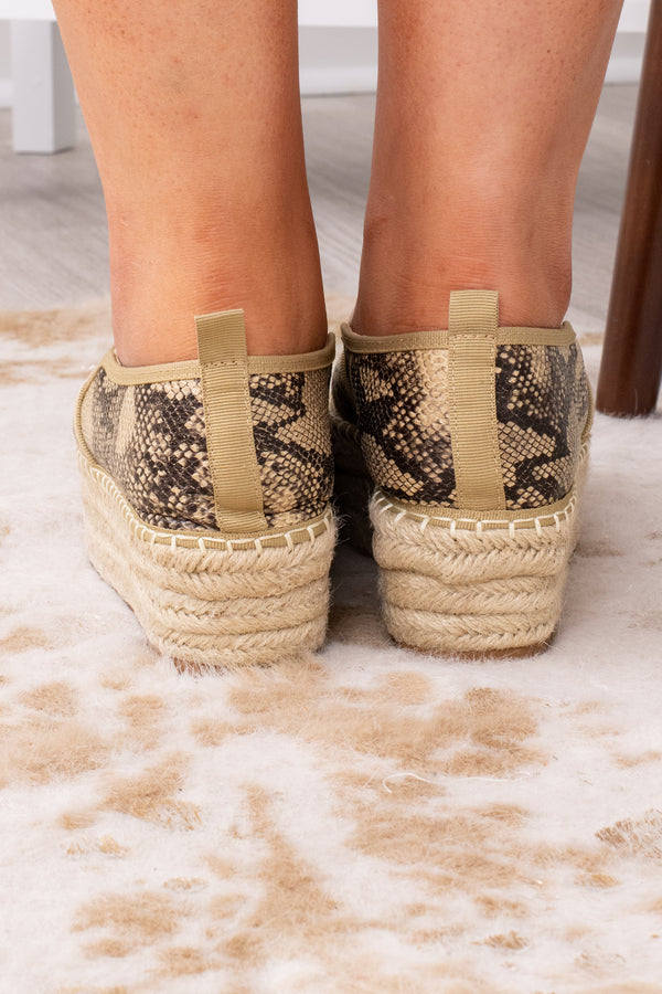 shoes, slides, snake skin, neutral, stacked, print, trendy, comfy