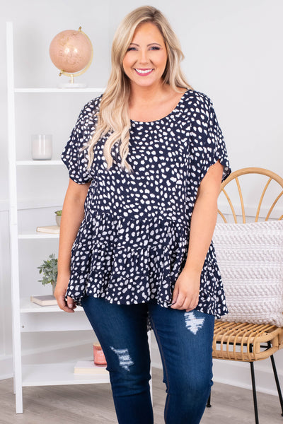 white, navy, top, short sleeve, blouse, print, tiered, ruffles, baby doll, flowy, figure flattering