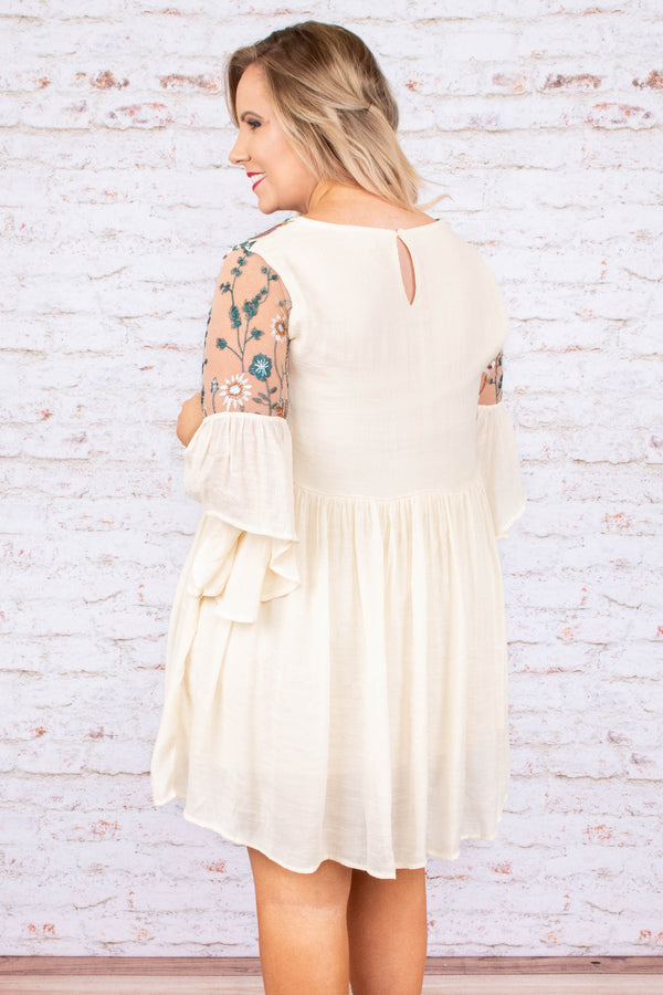 dress, short, three quarter sleeve, bell sleeves, flowy, fitted top, light tan, embroidered top, green, white, red, comfy