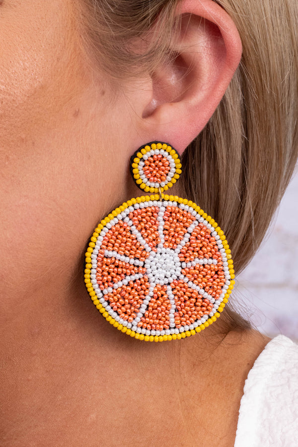 earrings, dangly, hanging, oranges, circle, slices, beaded, orange, yellow, white