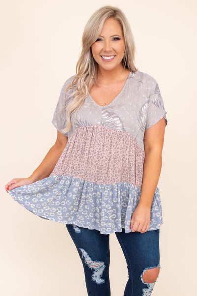 flowy, short sleeve, v neck,, top, printed, tiered, baby doll, floral, grey
