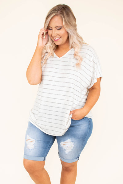 shirt, short sleeve, vneck, v back, flowy, white, gray, striped, comfy