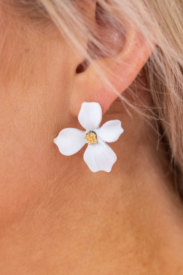 earrings, flowers, white, gold centers, dainty