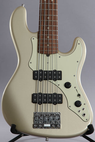 2003 Fender Roscoe Beck V 5 String Bass Guitar Shorline Gold