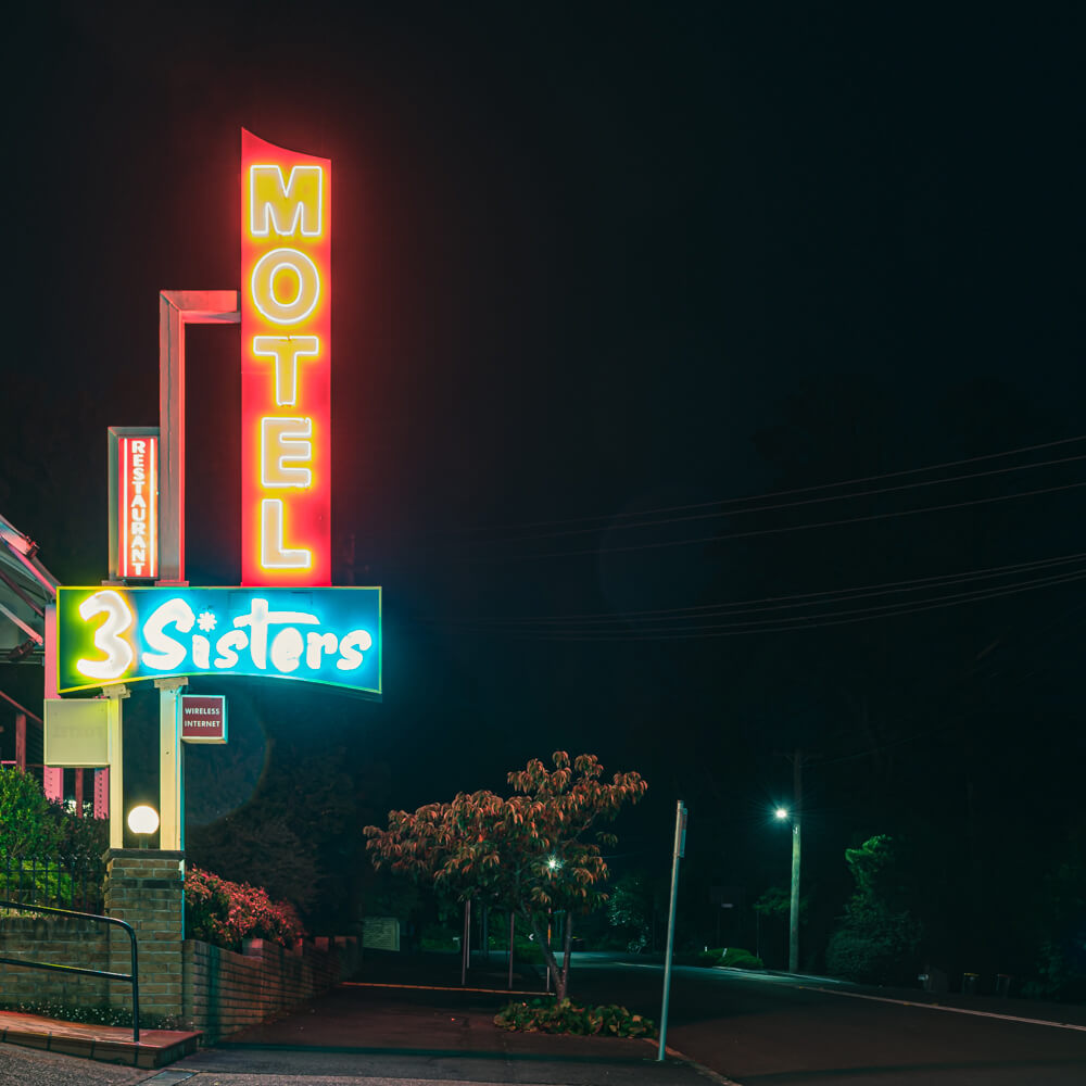the holiday in great sign - hotel motel 101