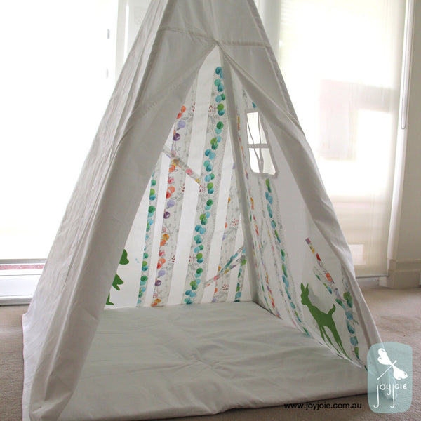 Secret Greenwood tepee in butterfly print and green animals - joyjoie
