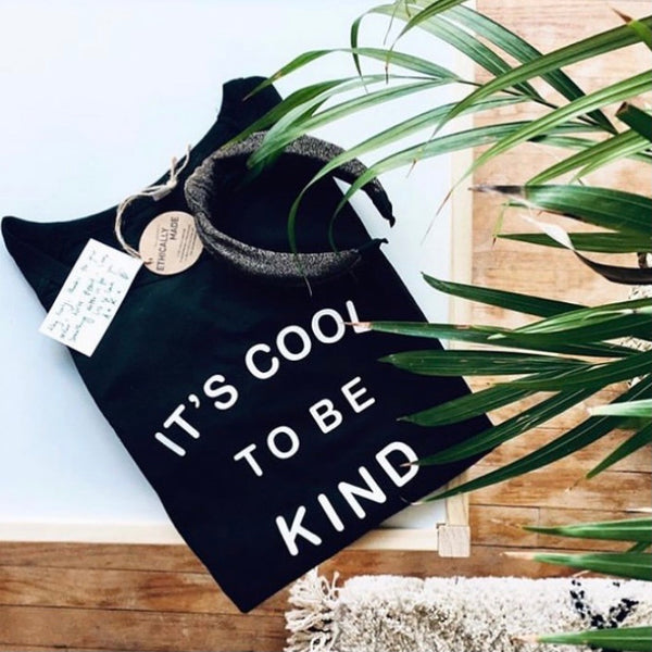 OVERSIZED IT'S COOL TO BE KIND SWEATSHIRT