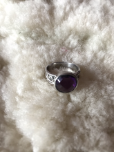 Load image into Gallery viewer, Amethyst silver round stone ring