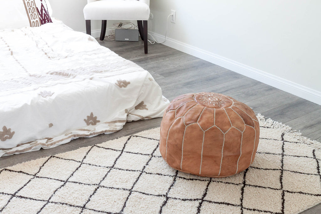 Leather pouf (Natural tan)