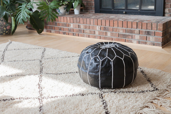 Leather pouf (Black)