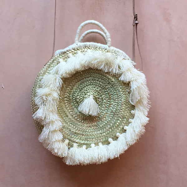 ROUND BASKET WITH FRINGES AND STRAP