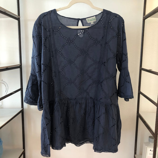 HOLE EMBROIDERY BLOUSE BLUE