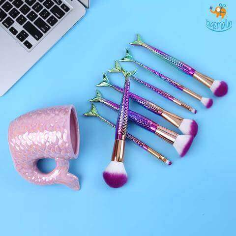 10 Exquisite Make Up Rakhi Gifts for Your Beauty Queen Sister