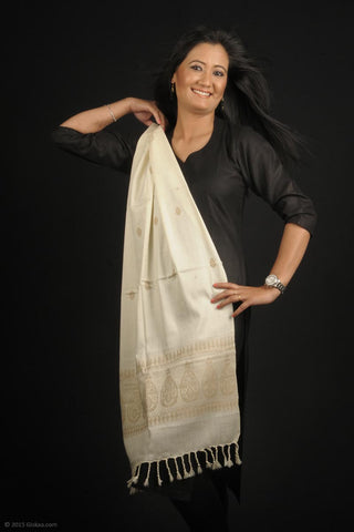 Handmade 100% Eri Silk with Muga Spun design stole in cream and gold with traditional design for salwars
