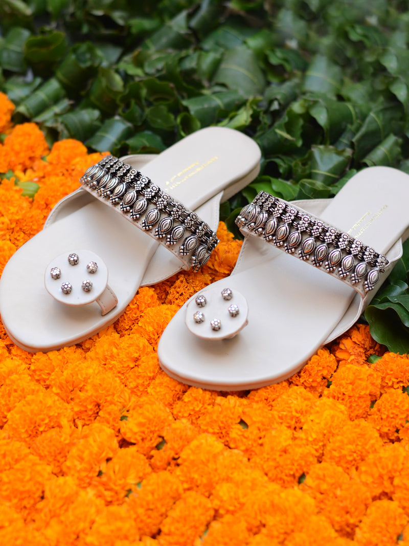 Aafreen Kolhapuris, an ethnic and contemporary kohlapuri design from our wide range of latest hand embroidered footwear to create a banjara, boho look.