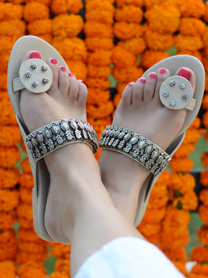Aafreen Kolhapuris, an Indian, ethnic and contemporary kohlapuri design from our wide range of latest hand embroidered footwear to create a banjara, bohemian look.
