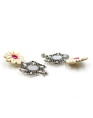 Riri Shell Flower Earrings