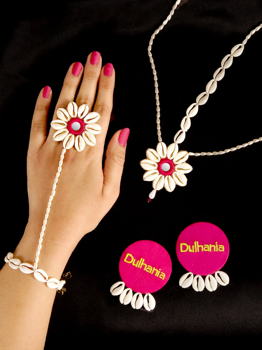 Dulhania Shell Flower Set (Earrings + Matha-patti + Hathphool)
