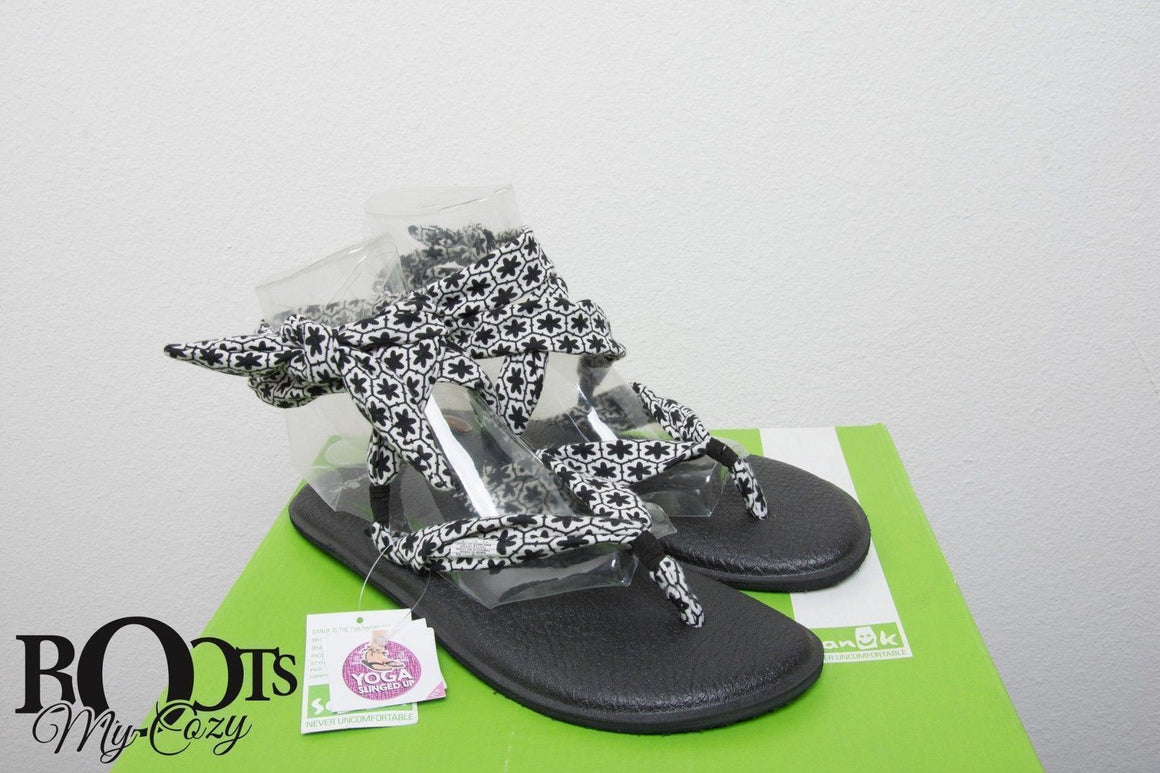 Sanuk Slinged Up Black / White Tile Sandals