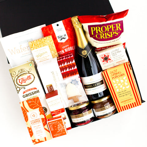 The Christmas Cheer - wine and food gift box 2019