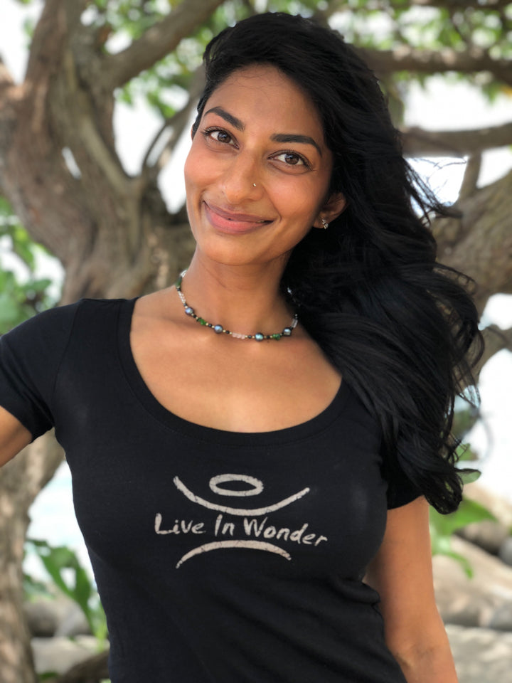 "Women's Scoop Tee ""Live In Wonder"""