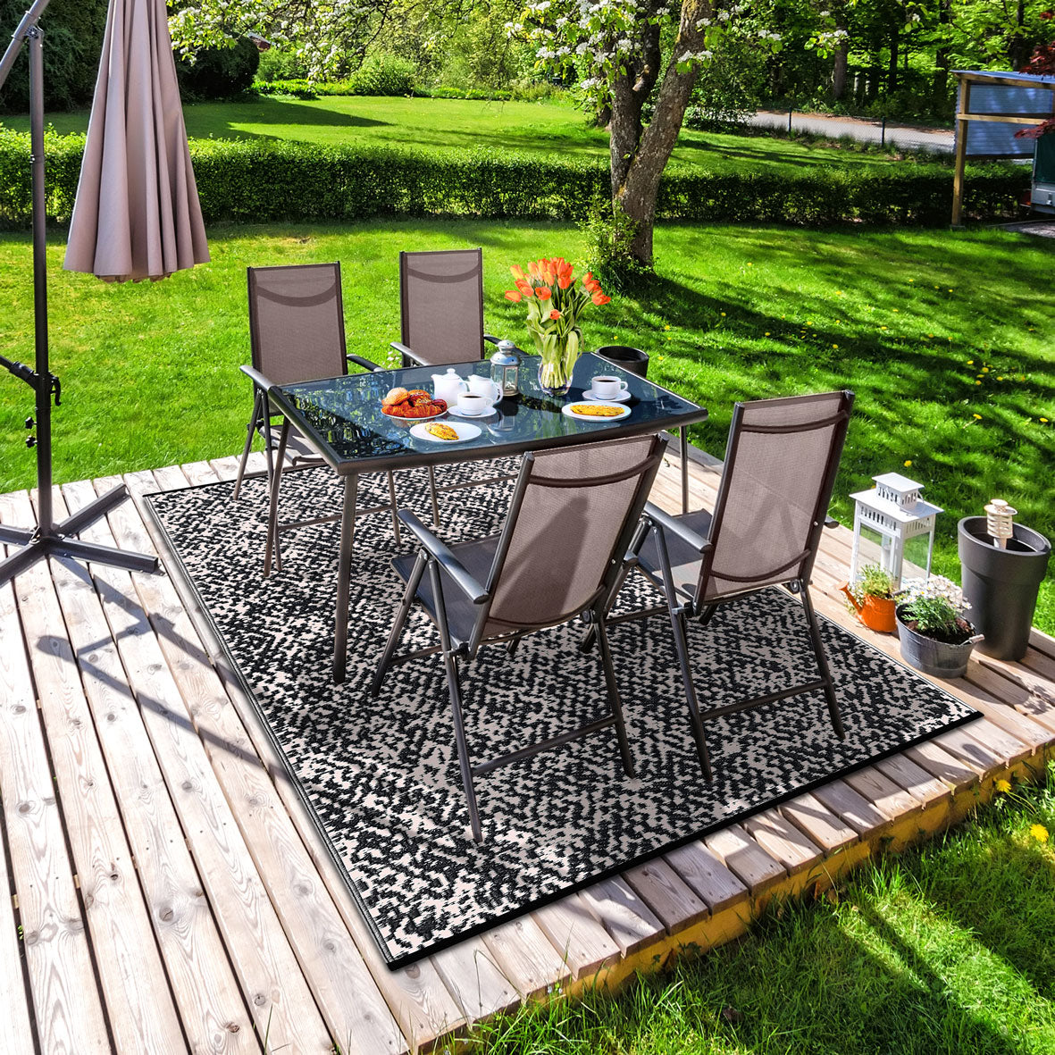 Rio Outdoor Recycled Plastic Rug (Black/Beige)
