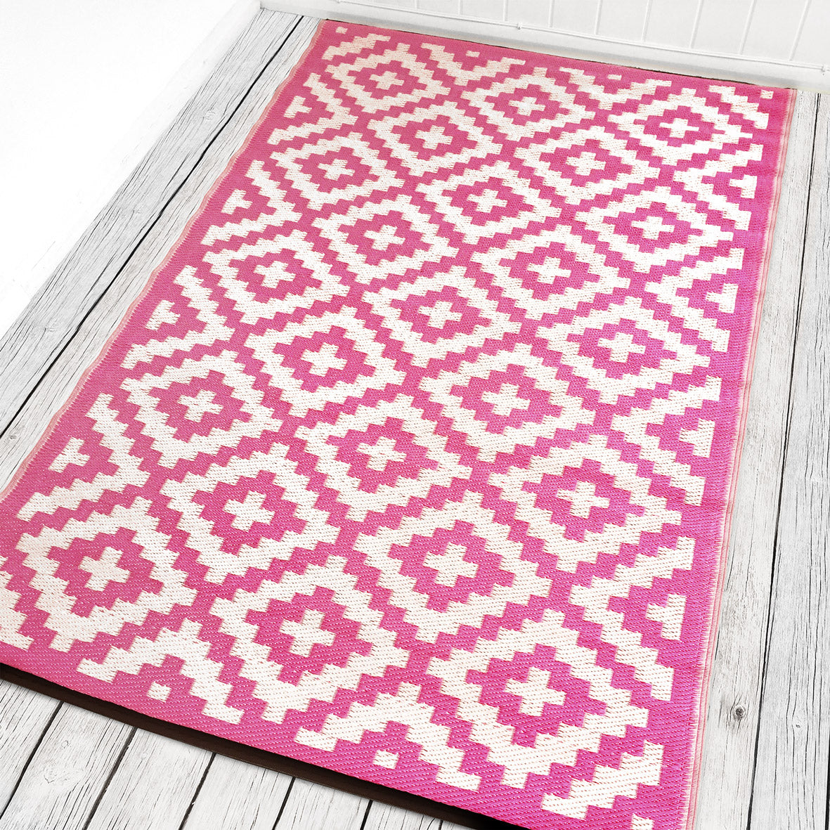 Nirvana Outdoor Recycled Plastic Rug (Pink/White)