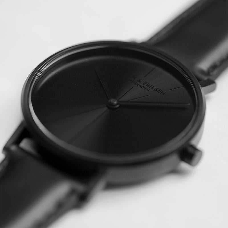 LARSEN&ERIKSEN Absalon black watch with black leather strap