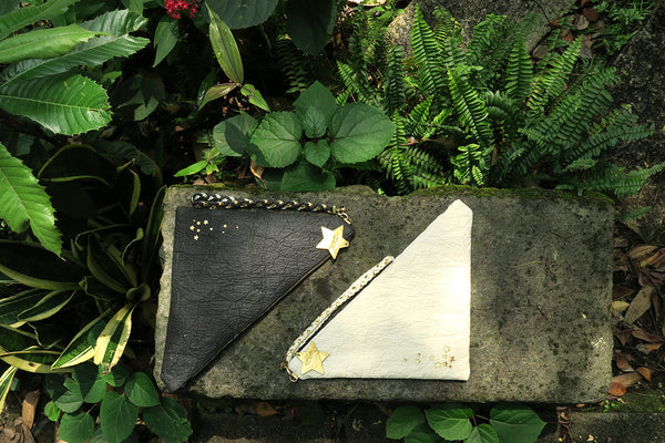 Light me up! Stars V shape Clutch - Cream