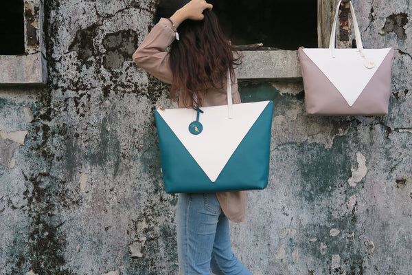 Mixy Animal Personalized Big V Tote Bag - Blue-Green & White