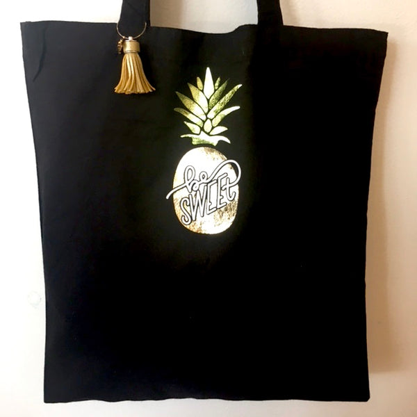 black pineapple be sweet tote bag