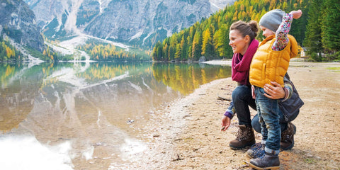 Rohner - Trekking - Kinder Kollektion - Kind und Mutter am See