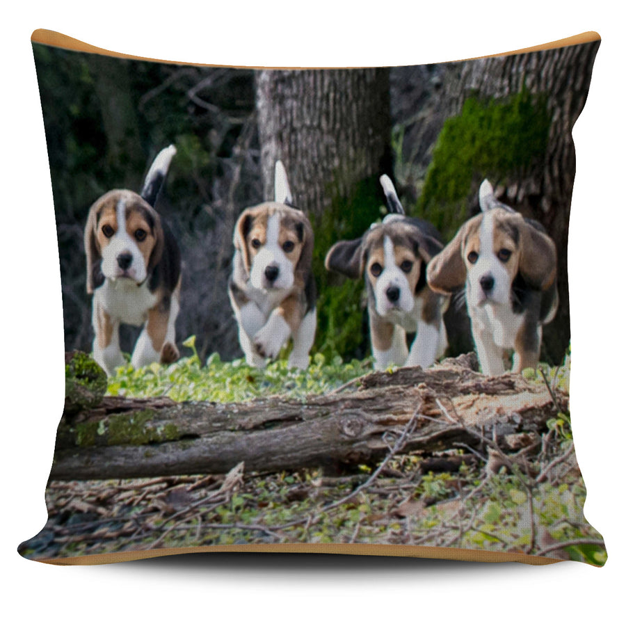 Bunch of Beagles Pillow Cover