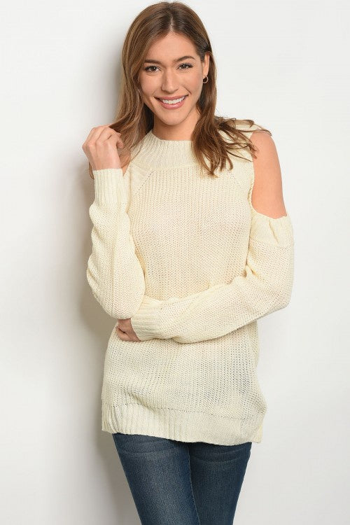 CREAM LIGHT KNIT SWEATER