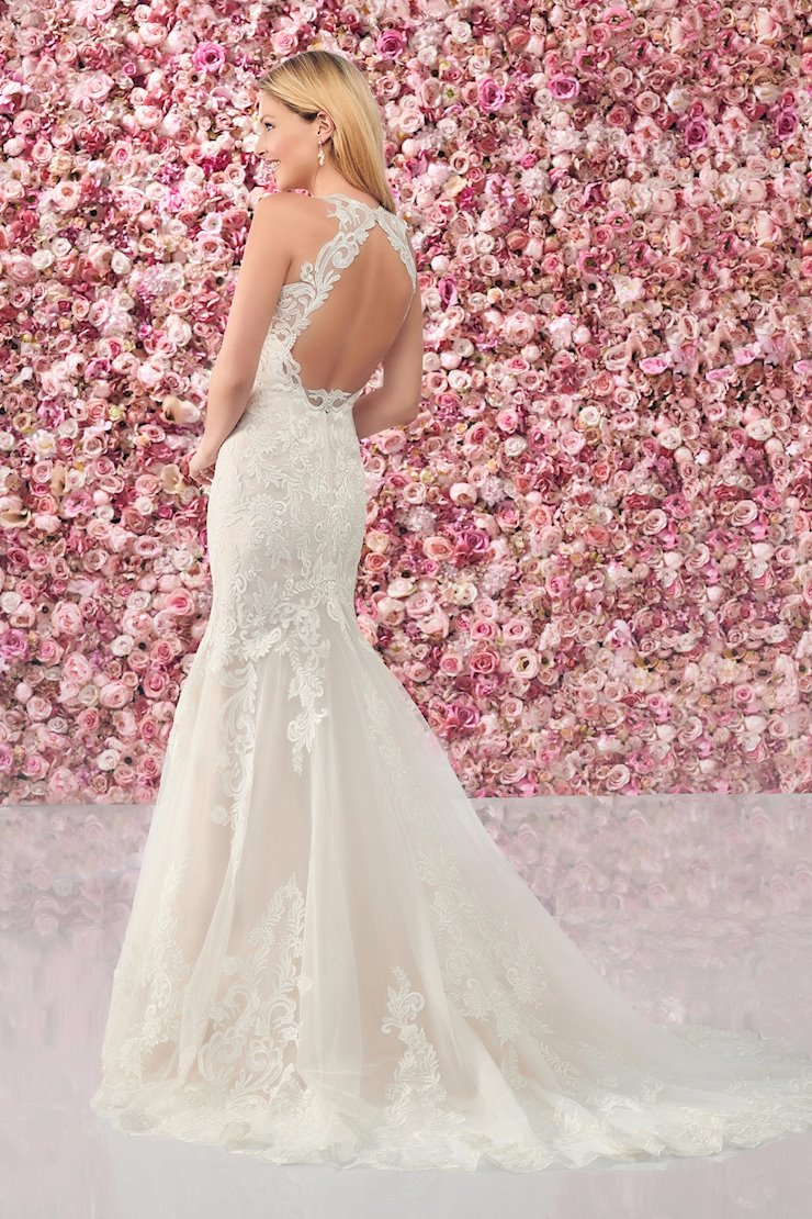 Sensual Lace Trumpet Gown with Keyhole Back