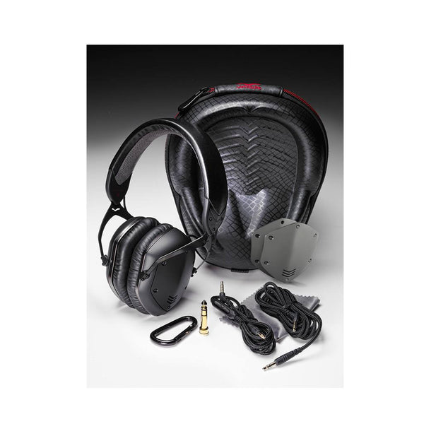 Numark NS7III, NS7III Case and V-Moda Crossfade LP2 Vocal Package
