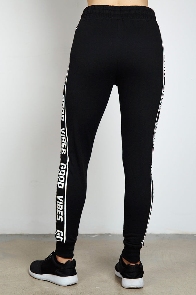 GRAPHIC HIGH RISE JOGGER