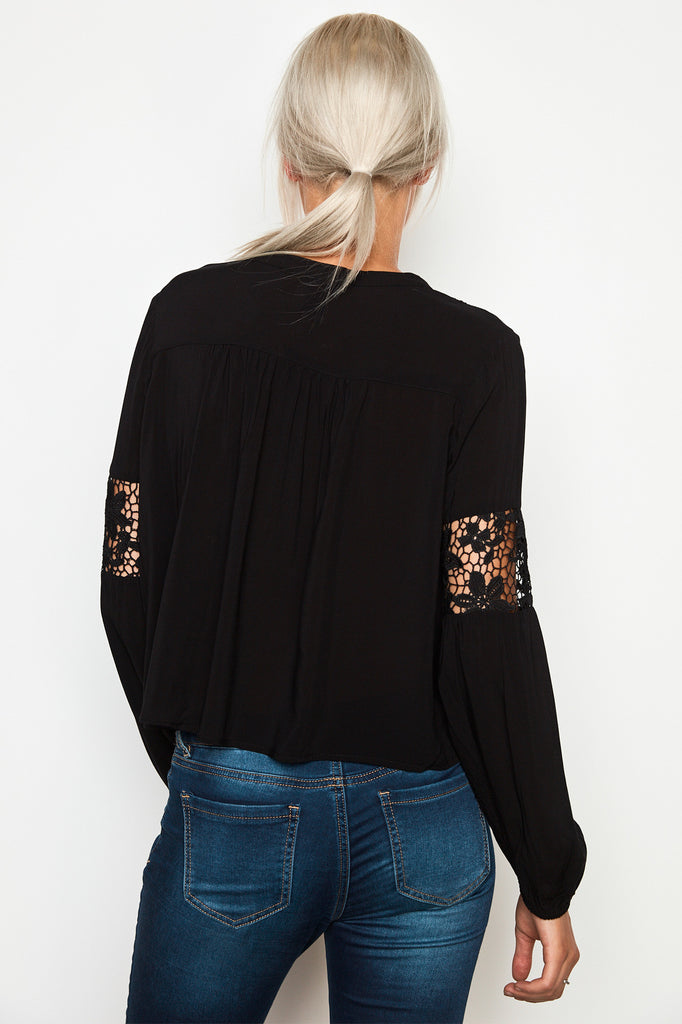 LACE PANEL TASSEL BLOUSE
