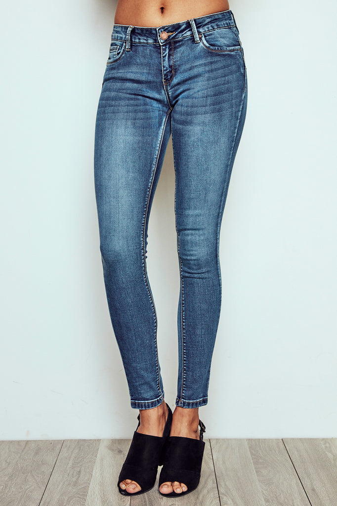 RIO FADED MEDIUM WASH LOW RISE ESSENTIAL BUTT LIFT JEAN