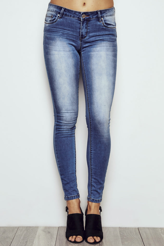 RIO LOW RISE ESSENTIAL BUTT LIFT FADED JEAN