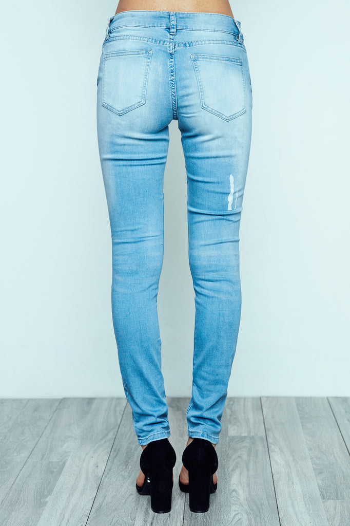 DISTRESSED LONDON LOW RISE LIGHT WASH SKINNY JEAN