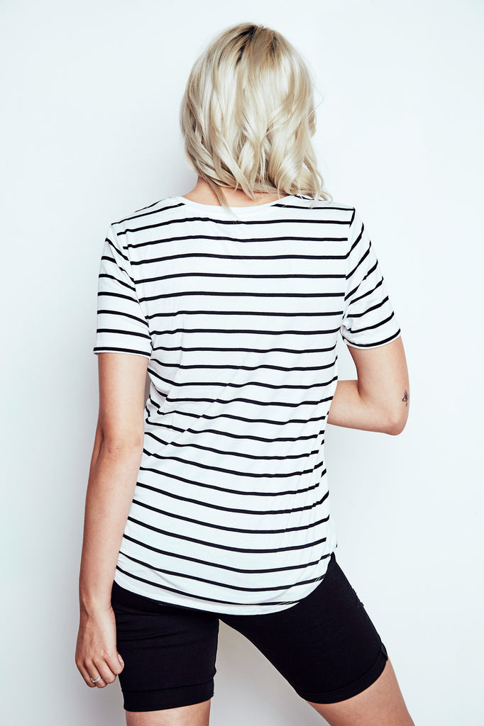 STRIPED RELAXED FIT V-NECK POCKET TEE