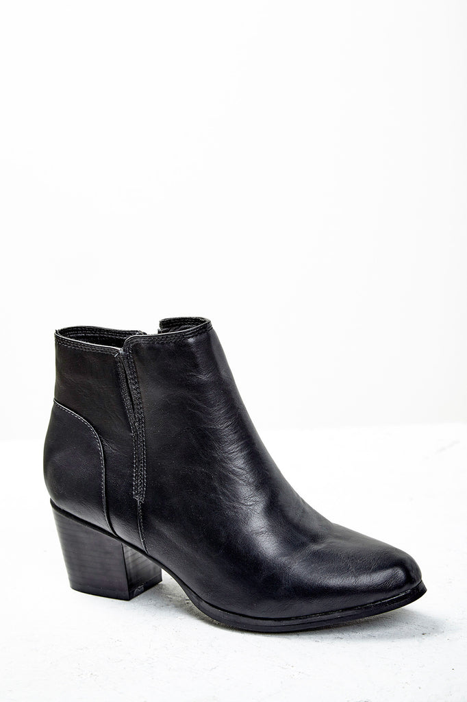 FAUX LEATHER ANKLE BOOTIE