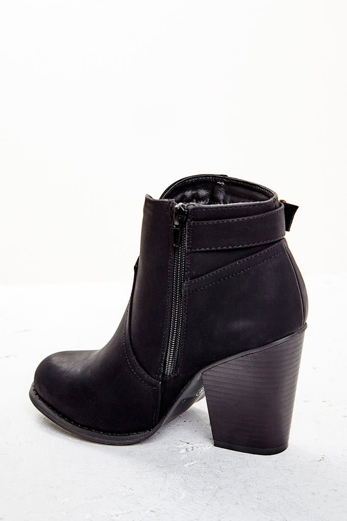 FAUX LEATHER BUCKLED BOOTIE