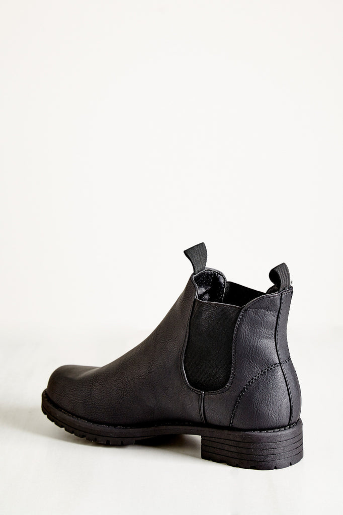 FAUX LEATHER CHELSEA BOOT