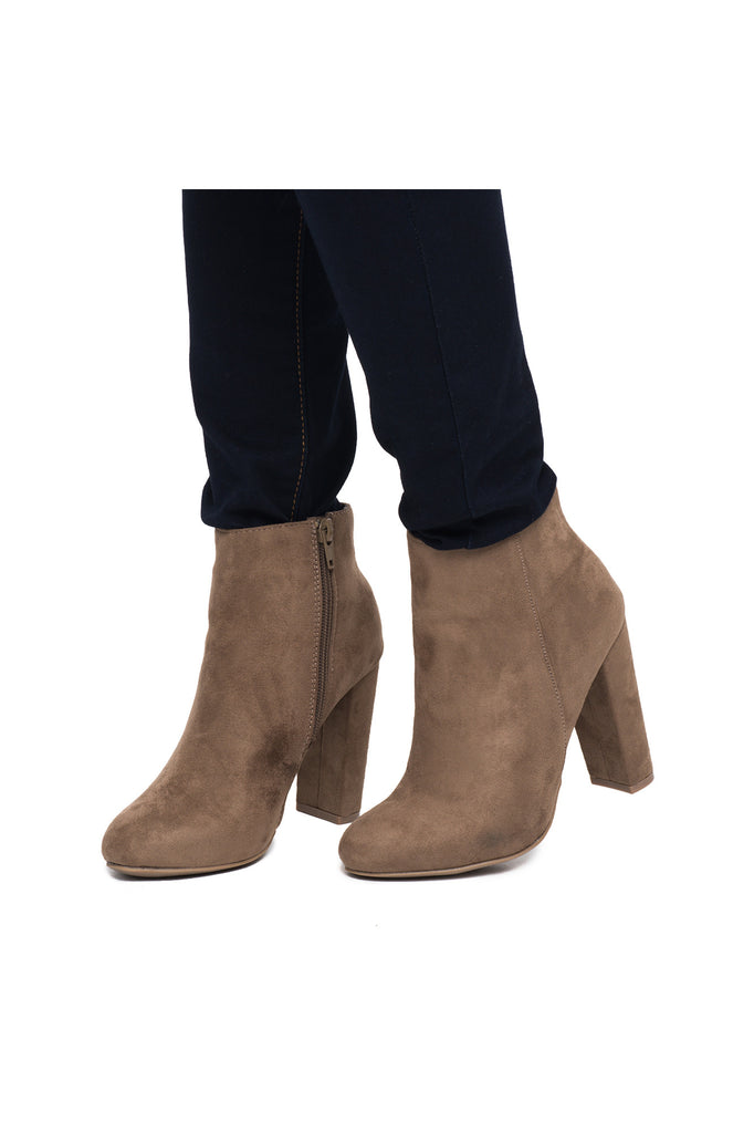 FAUX SUEDE CHUNKY HEELED BOOT